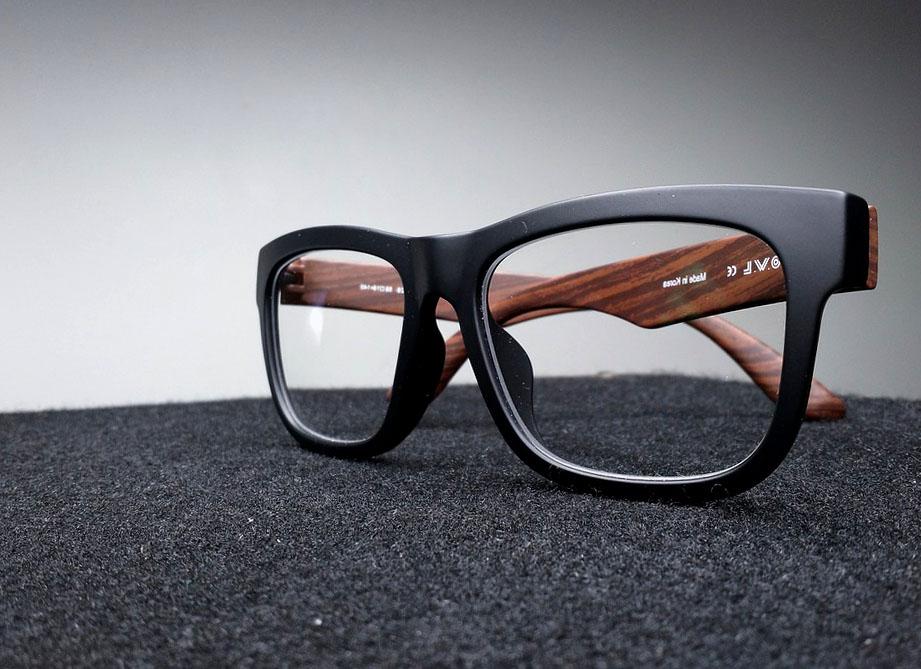 из чего изготовлены очки