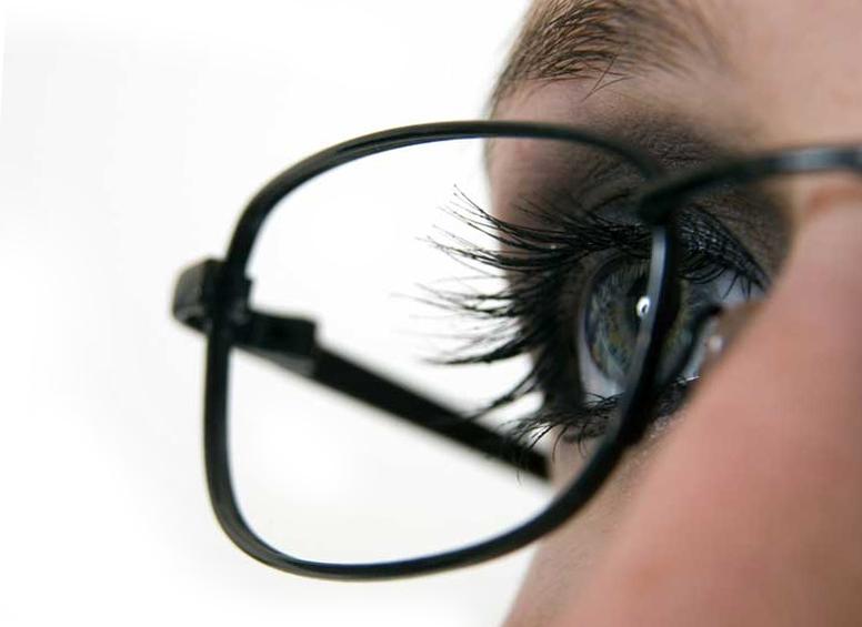 Опасно ли носить очки?