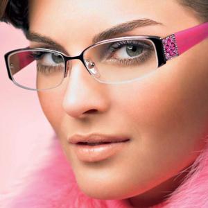 Как правильно и со вкусом выполнить макияж под очки?