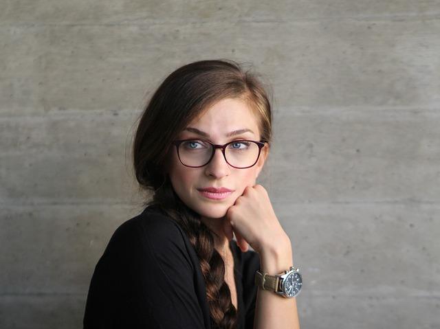 Лучшие сочетания причесок с очками